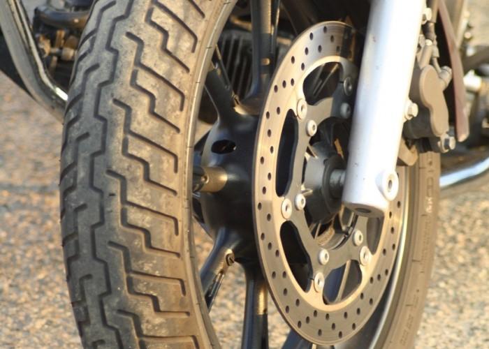 Yamaha XVS950 statyka przednie kolo