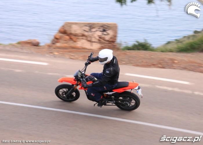 Zipp Tracker 250 Supermoto nad morzem