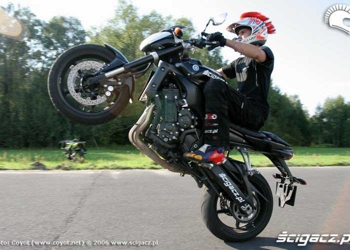 fz1 wheelie