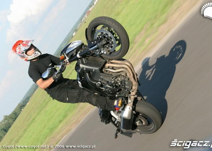 wheelie fz1