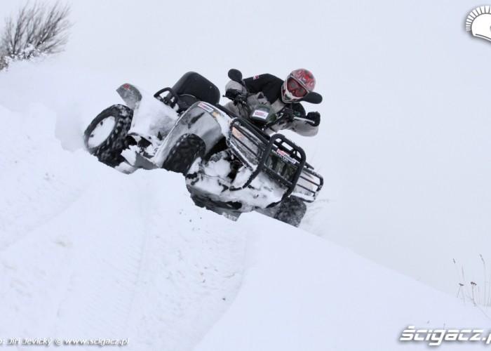 Arctic Cat TRV 700 EFI jazda bokiem