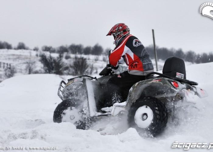 Jazda quadem po sniegu Arctic Cat 700 TRV