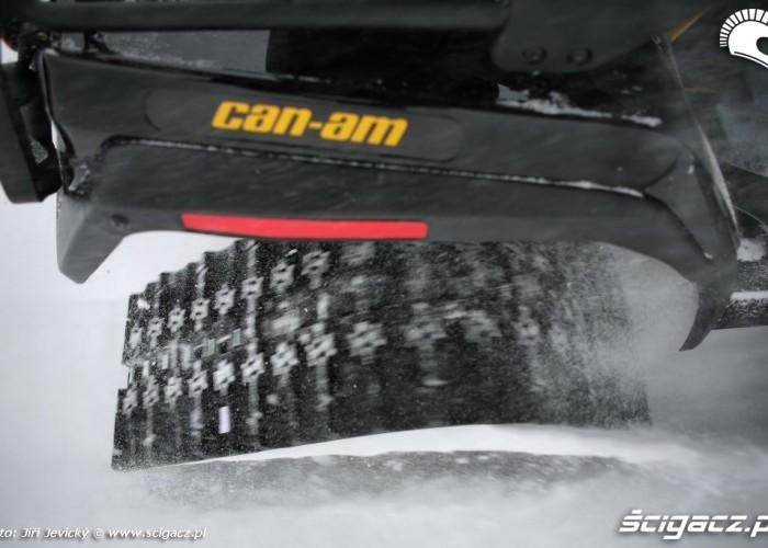 BRP Apache gasienice podczas jazdy po sniegu
