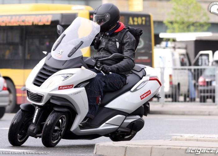 2014 Peugeot Metropolis 400i nawrot