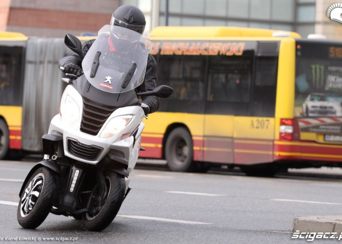 2014 Peugeot Metropolis 400i zakrety