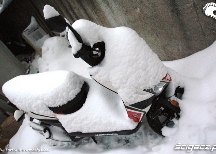 Snieg na skuterze