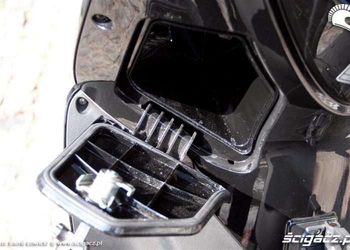 maly schowek pod kierownica kymco