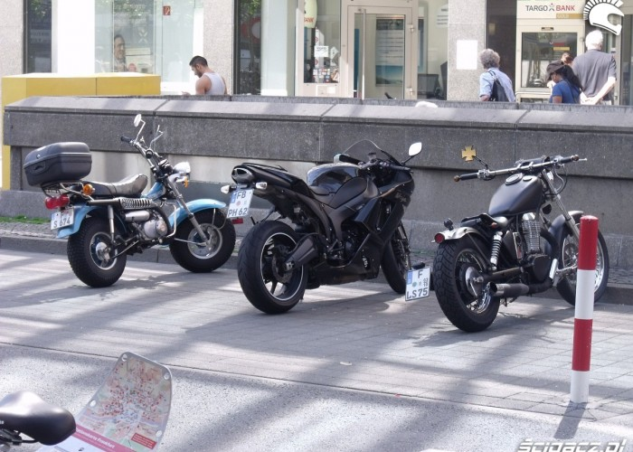 motocykle zaparkowane