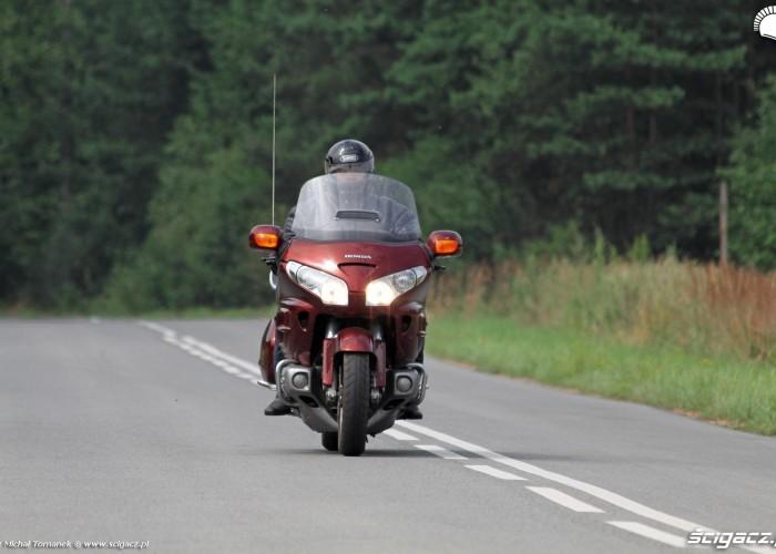 Honda Goldwing w trasie jazda 1