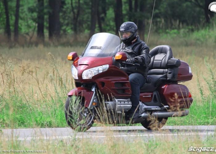 Honda Goldwing w trasie jazda 4
