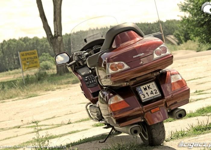 Honda Goldwing w trasie kufry