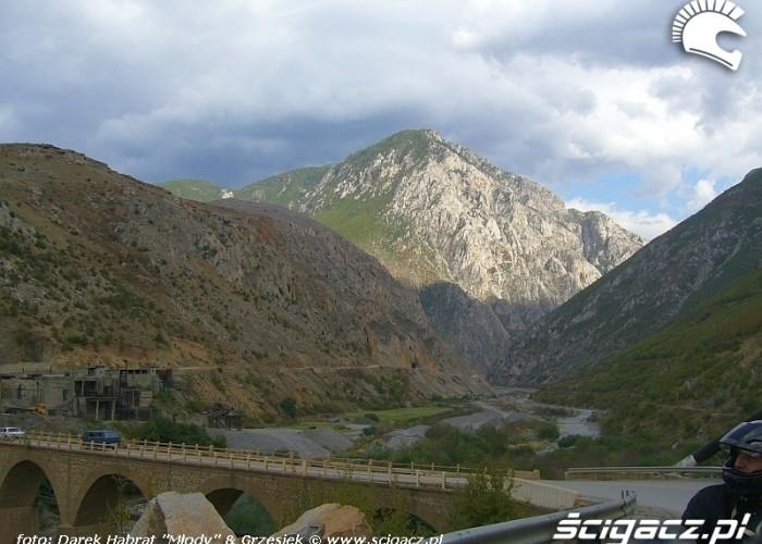 Albania - droga w gorach