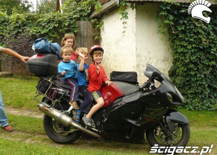 dzieciaki na suzuki long way podroz po europie