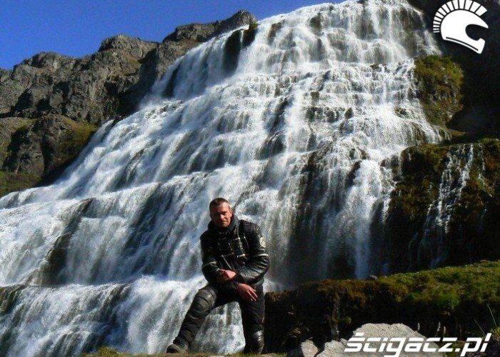 przy wodospadzie long way islandia 2008