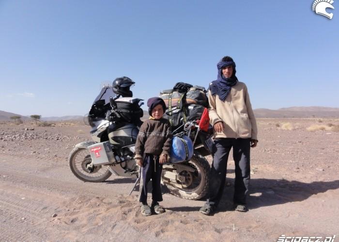 dzieciaki pustynia