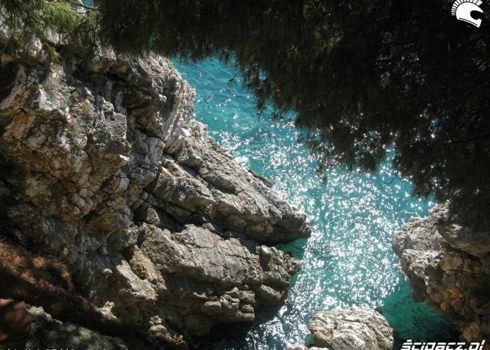 Skaly nad woda Czarnogora MotoEuro
