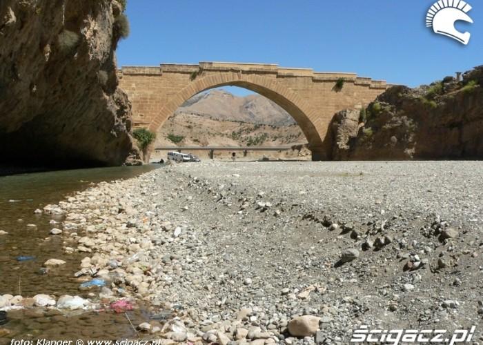 most rzymski z daleka skuterem do turcji