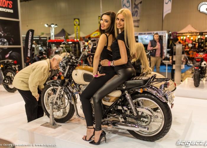 Targi motocyklowe Moto Expo 2017 dziewczyny na motocyklu
