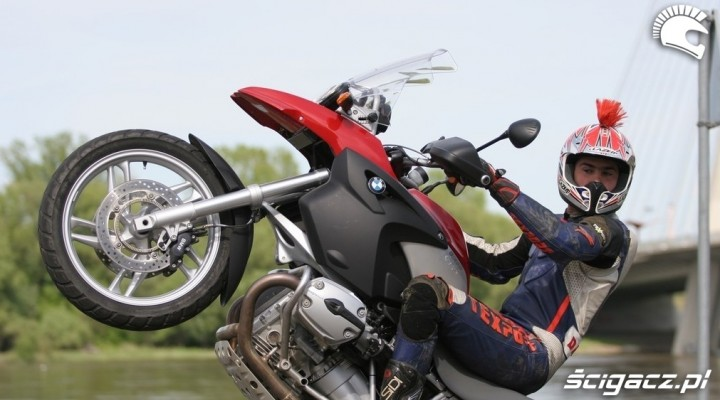 BMW R1200GS wheelie