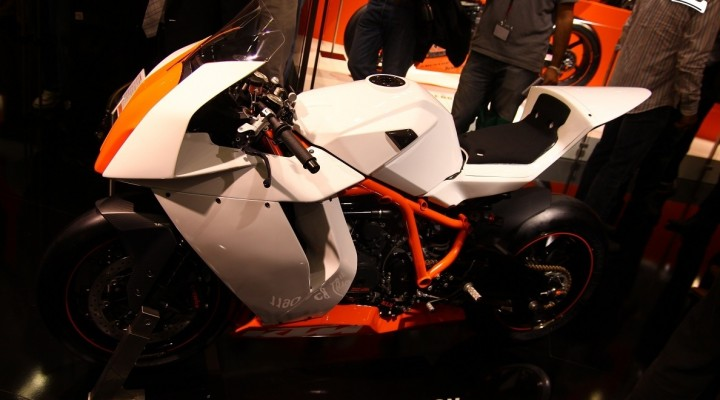 KTM 1190 RC8 Track lewy profil