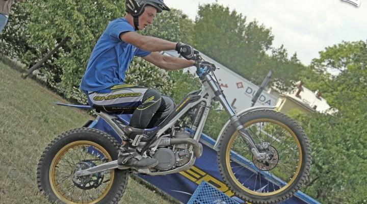 pokazy trialu Motocyklowa Niedziela na BP wroclaw