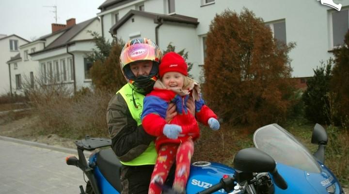 Michal Bozalek i dziewczynka z domu dziecka
