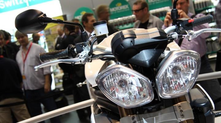 speed triple 2011 lampa