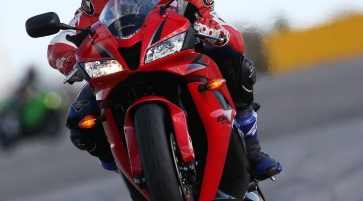 Honda CBR600RR wheelie