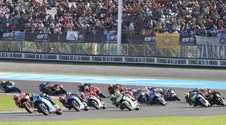 Moto GP Argentyna zawodnicy w zakrecie z