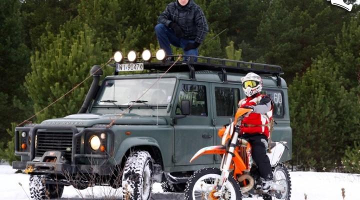 Jazda na kolcach motocykl kontra samochod