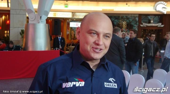 Jacek Czachor rozmowa podczas konferencji prasowej Rajdu Dakar 2010