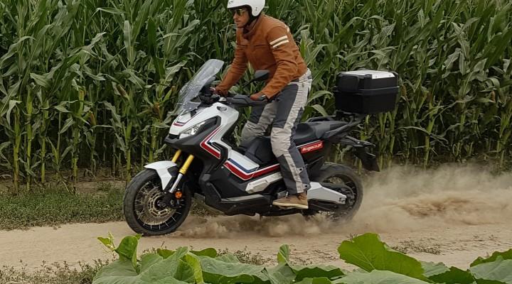 Honda XADV na stojaco z