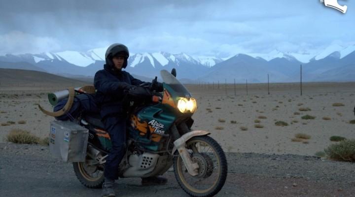 droga z gorami w tle Pamir