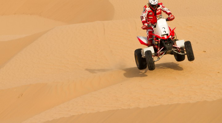 Rafal Sonik na pustyni z