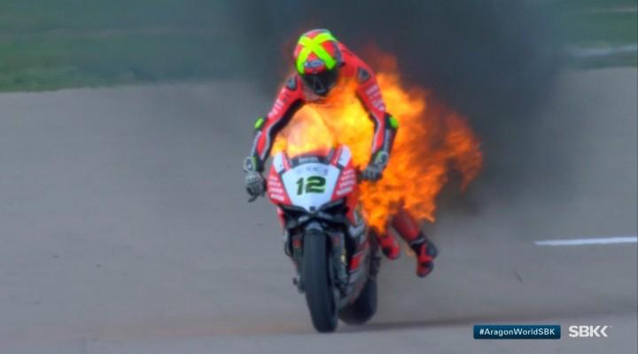 WSBK 2017 motocykl w ogniu Fores z