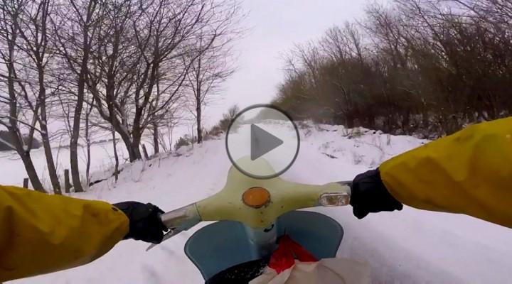 jazda skuterem po sniegu z