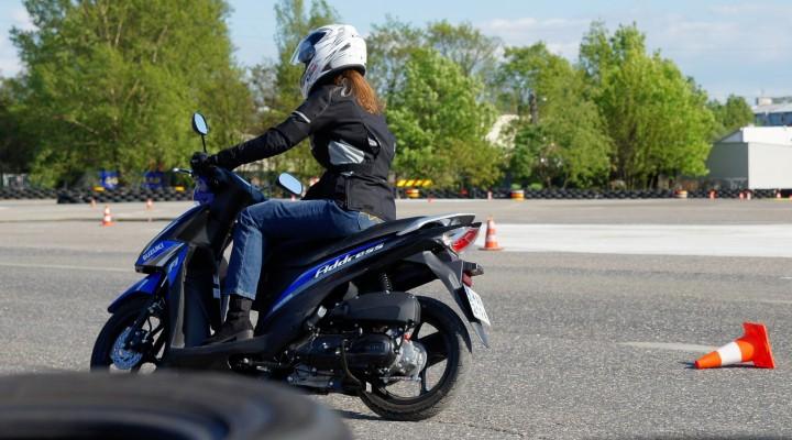 dziewczyna skuter z