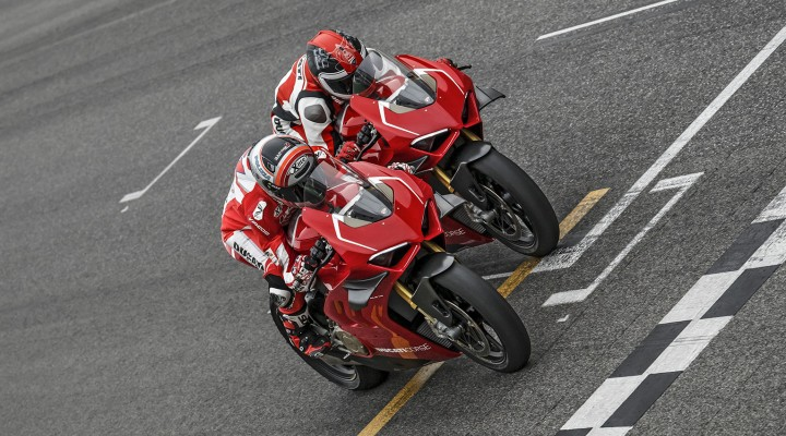 Panigale V4R Red MY19 Ambience 02 Gallery 1920x1080PanigaleV4R z
