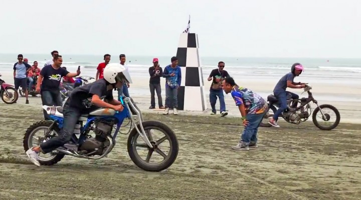 Motorcycle Beach Racing In Malaysia z