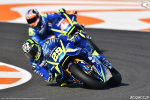 MotoGP Walencja 2017 29 Andrea Iannone Ecstar Suzuki 12