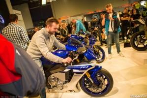 Warszawskie targi motocyklowe 2017 Yamaha R1 przymiarka