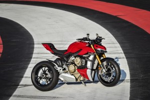 MY20 DUCATI STREETFIGHTER V4 S AMBIENCE 29 UC101651 Mid