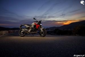 26 BMW F900R 2020 prawa noc