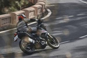 KTM 390 Adventure 2020 lewy zakret od tylu