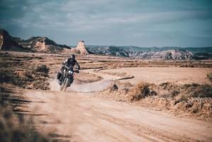 KTM 390 Adventure 2020 off jazda bokiem