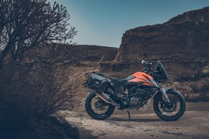KTM 390 Adventure 2020 prawa strona sam motocykl off
