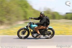 04 Kawasaki W 650 Flying Duxe na drodze