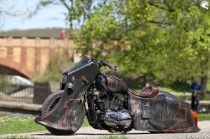 31 Harley Davidson Sportster 1200 Led Sled custom lewy bok