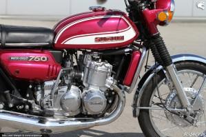 18 Suzuki GT 750 motor
