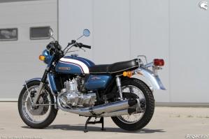 28 Suzuki GT 750 bokiem